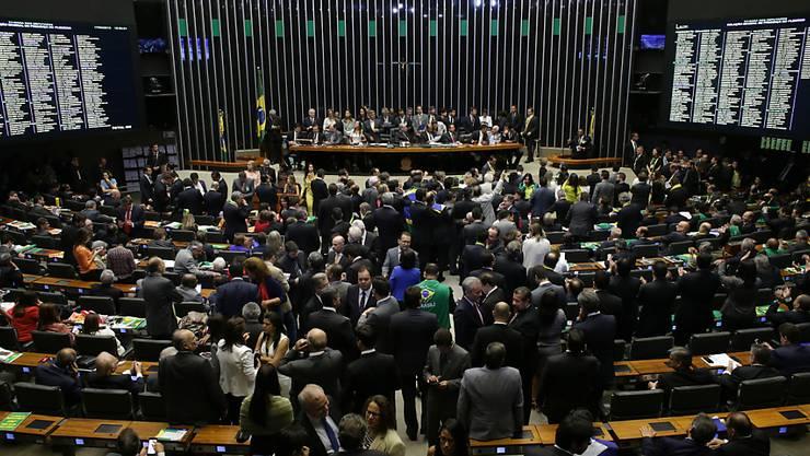 Das Abgeordnetenhaus in Brasilien vor der Abstimmung über ein Amtsenthebungsverfahren gegen Präsidentin Dilma Rousseff.