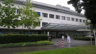 Ralph Schröder, stellvertretender Mediensprecher des Kantonsspitals Aarau, reagiert überrascht, als ihn die AZ um ein Statement zur neuen Entwicklung bittet. «Wir haben keine Kenntnis von einem Antrag des Regierungsrates für eine Strafuntersuchung.»