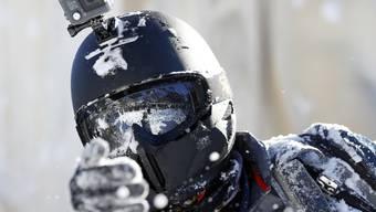 Bei Schneesportlern beliebt: Die Actionkamera des Herstellers GoPro. Das US-Unternehmen kämpft aber mit hohen Kosten. (Archivbild)