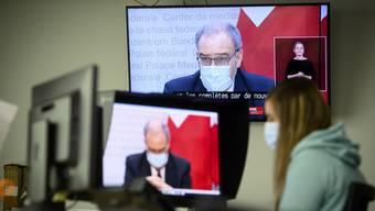 Bundespräsident Guy Parmelin schärft der Bevölkerung bei der heutigen Medienkonferenz ein: «Nur gemeinsam schaffen wir das. Als eine Schweiz.»