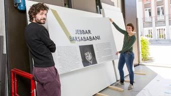 Der Endspurt läuft: Die Ausstellungsmacher Flavia Muscionico und Daniel Sidler legen mit Hand an.Severin Bigler