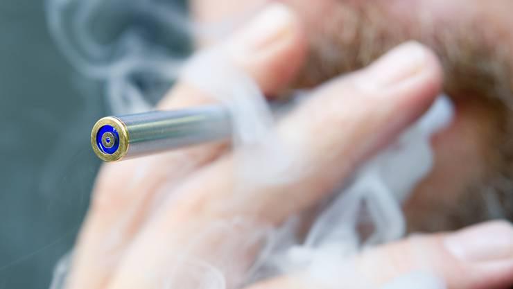 Die trendy E-Zigaretten sind bisher in den Beizen erlaubt.