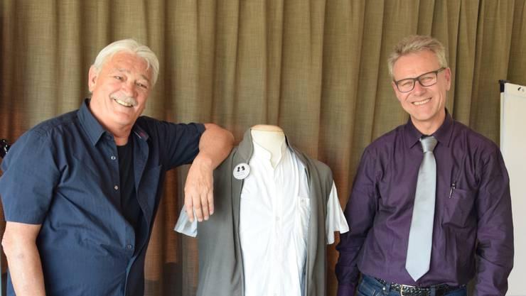 Zauberer Urs Saner (links) und Rolf Graf, Sicherheitsbeamter der Kantonspolizei, informierten die Teilnehmenden mit Theorie und Praxis.