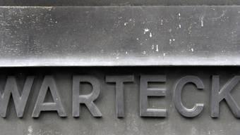 Schriftzug der Warteck Invest an einem ausgedienten Briefkasten beim Hauptsitz in Basel