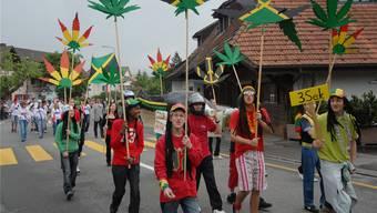 «Wir sind die Reggae-Truppe aus Jamaika»: Ihnen macht die Teilnahme am Umzug Spass. Arch/Wal