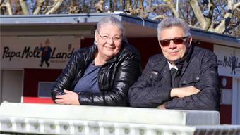 Für Sabine und Werner Frey scheint wieder die Sonne: Das Ehepaar hat mit dem Betrieb der Minigolfanlage eine neue Aufgabe gefunden.zvg