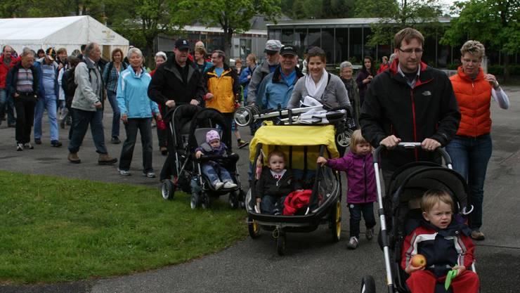 Auch Spazieren ist Bewegung. So sah es 2013 in Bellach aus. Auch dieses Jahr tritt die Gemeinde an, wenn auch nicht beim Gemeindeduell.