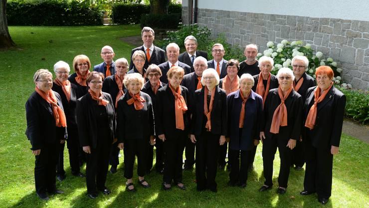 Extra für das Jubiläum: Die Mitglieder des Kirchenchores in festlicher Kleidung.