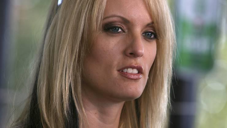 """""""Stormy Daniels"""" schlägt Kapital daraus, dass sie durch Berichte über ihre angebliche Affäre mit Trump zur Berühmtheit geworden ist. (Archivbild)"""