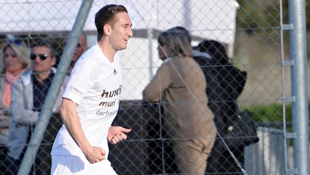 In dieser Pose sieht man Michael Koch häufig: Der Bomber des FC Muri beim Torjubel.