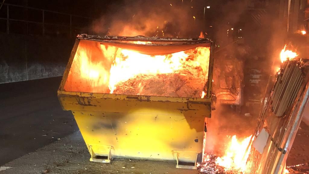Feuerteufel unterwegs: Mann legt am Freitagmorgen fünf Brände