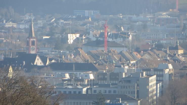 Und Liestal ist unsere Nachbargemeinde, so wie Frenkendorf, Pratteln, Arisdorf, Augst und Giebenach. Sogar nach Kaiseraugst, im Aargauischen ist es von Füllinsdorf nicht weit. So ist es, man geht nur in den Wald, wo es auch noch die Schauenburger FLUE hat.