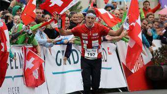 Beim Zieleinlauf über die Mitteldistanz weiss Matthias Kyburz: Es hat gereicht – er ist erneut Sieger des Gesamtweltcups.
