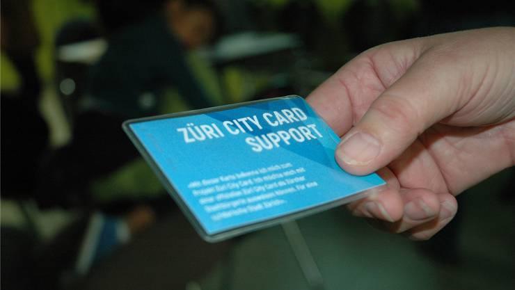 Sans-Papiers sollen es künftig einfacher haben in der Stadt. Der Zürich City Card steht der Stadtrat skeptisch gegenüber. (Symbolbild)