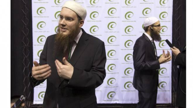 IZRS-Chef Nicolas Blancho (vorne) und Sprecher Qassim Illi. Foto: Peter Klaunzer/Keystone