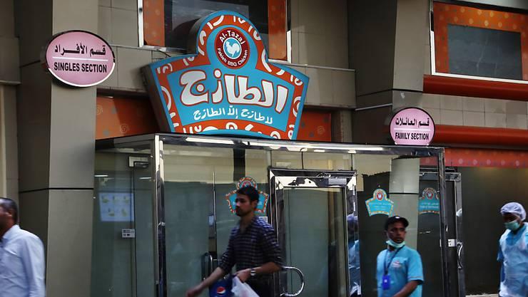 Bisher galt in Saudi-Arabien die Vorschrift, dass Frauen und Familien einen Eingang von Restaurants und Cafés nutzen müssen und Männer einen andern. (Archivbild)
