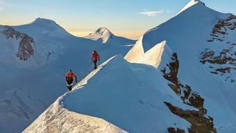 Im Laufschritt fast über den ganzen Lyskamm: Alpinist Nicolas Hojac und Ausdauersportler Adrian Zurbrügg.