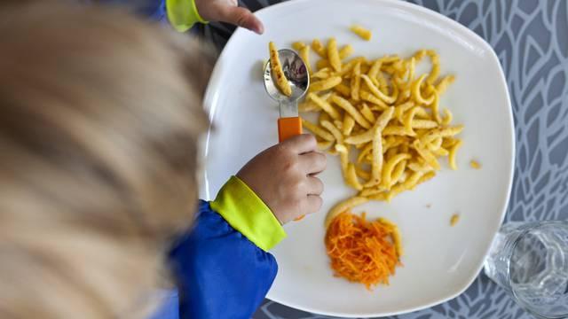 Die Basler Regierung will bei der Tagesbetreuung Familien entlasten (Symbolbild)