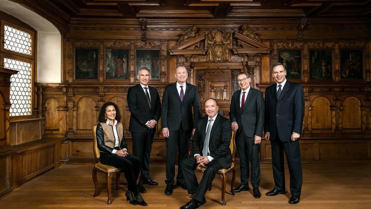 Das Regierungsratsfoto 2020 (v.l.n.r.): Staatsschreiberin Vincenza Trivigno, Alex Hürzeler, Landstatthalter Stephan Attiger, Landammann Dr. Markus Dieth, Dr. Urs Hofmann, Jean-Pierre Gallati