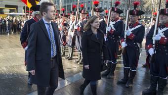 Nationalratspräsidentin Christa Markwalder und Ständeratspräsident Raphaël Comte wurden zuerst auf dem Bundesplatz in Bern gefeiert. Danach wurden die Feiern für Markwalder in Burgdorf und für Comte in Corcelles-Cormondrèche fortgesetzt.