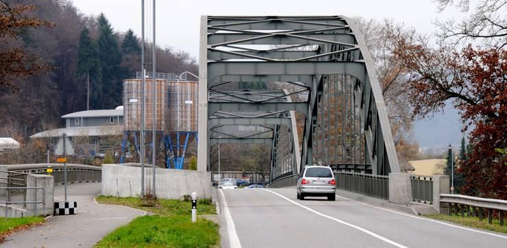 Mit dem Auto ist man in zwei Minuten am Grenzübergang Koblenz-Waldshut, in fünf Minuten beim AKW Leibstadt.