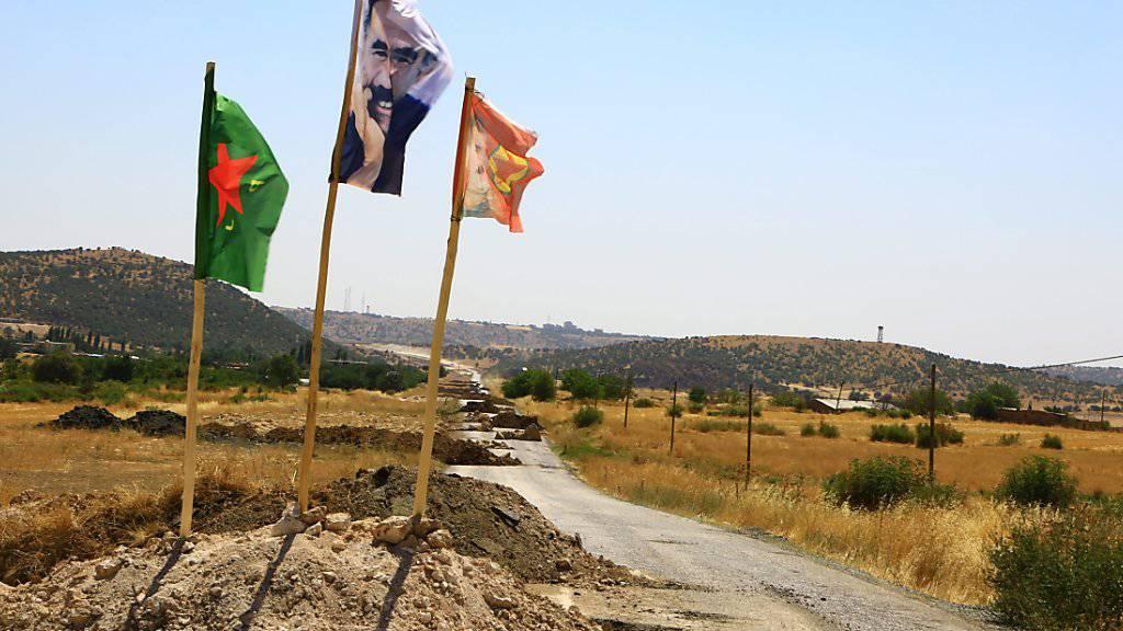 Eine Strassenblockade im Distrikt Dyarbakir, wo die türkische Armee gegen militante Kurden kämpft. (Archiv)
