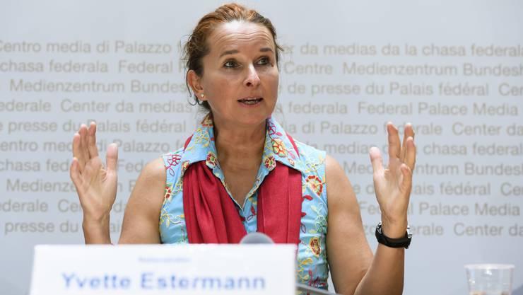 «Kommt auch bei uns ein Spuckverbot?», fragt die Luzerner SVP-Nationalrätin Yvette Estermann in einer Interpellation.