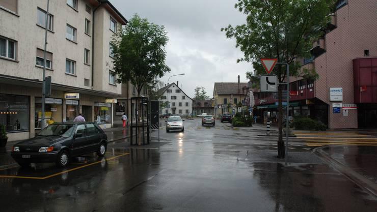Die Begegnungszone Löwenstrasse soll bis zum Kronenplatz (beim weissen Haus) fortgeführt werden.  KOR
