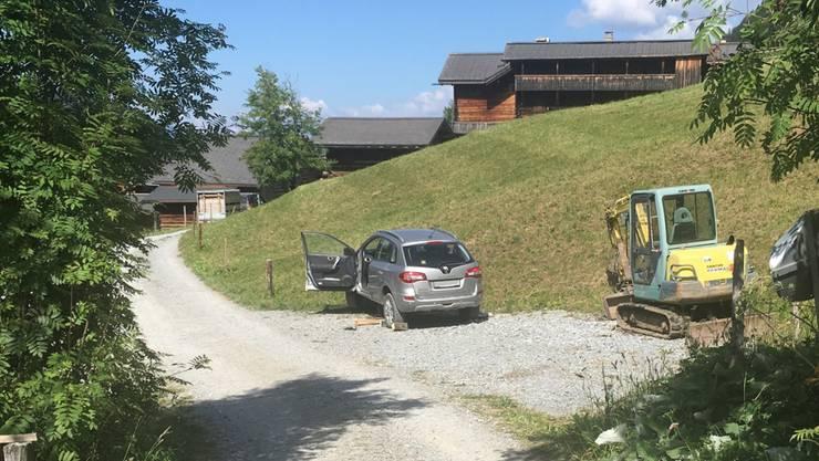 Ein Rentner geriet im bündnerischen Langwies unter sein eigenes Auto. Wie der Unfall geschah ist noch unklar.