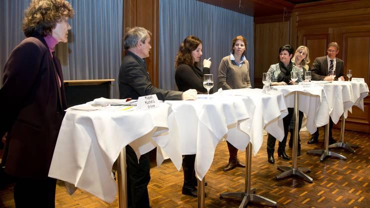 Wahldebatte im Zunfthaus zu Wirthen (v.l.): Miguel Mistel (Grüne, Solothurn), René Kühne (GLP, Günsberg), Franziska Roth (SP, Solothurn), Moderatorin Elisabeth Seifert (az Solothurner Zeitung), Marianne Meister (FDP, Messen), Claudia Fluri-Halbeisen (SVP, Mümliswil), Roland Fürst (CVP, Gunzgen).