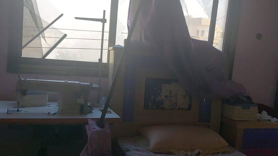 Das Haus eines Freundes von Sayeel nachdem eine Rakete in der Nähe eingeschlagen hat.