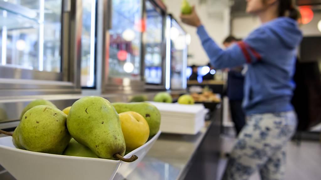 Frische Früchte und einen «Töggelikasten» - Items, die in keinem coolen Start-up fehlen dürfen (Symbolbild).