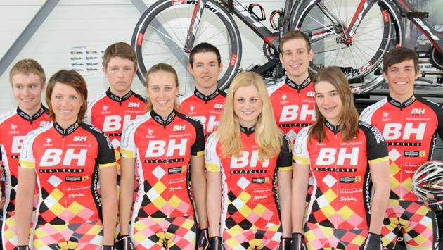 Halten die Aargauer Velo-Fahne hoch: Die Fahrerinnen und Fahrer vom «BH CyclingTeam».