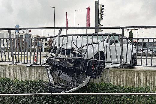 Oftringen: Ein 22-jähriger Neulenker verlor am Sonntag, 17. November 2019, in einem Kreisel in Oftringen die Herrschaft über sein Auto.