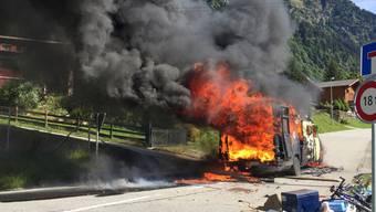 Der zum Wohnwagen umgebaute Lieferwagen brannte komplett aus.