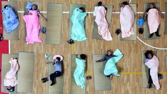 Schlaf, die tägliche Renaissance. Aber die Gesellschaft zwackt laufend mehr davon ab – bis zum Kollaps?key