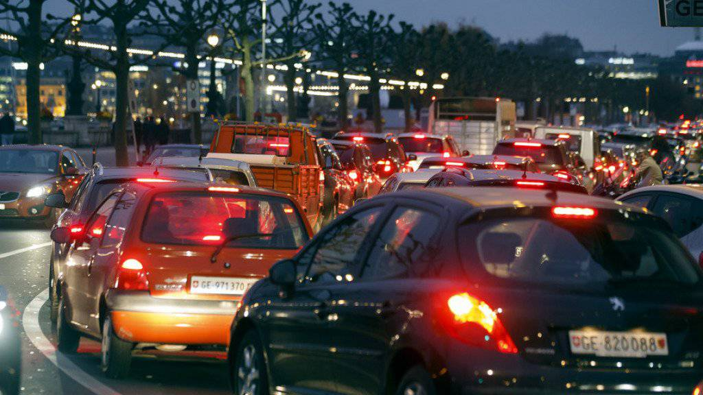 Genferinnen und Genfer brauchen am meisten Geduld im Strassenverkehr. (Symbolbild)