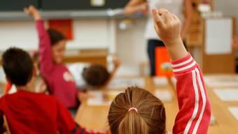 Trotz «ernüchternder Resultate» zum Thema Zufriedenheit würden laut einer Umfrage rund 82 Prozent der Lehrer ihren Beruf wiederwählen.