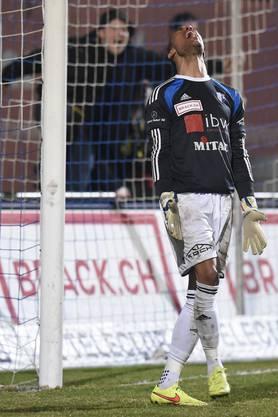 Goalie Joel Kiassumbua (Wohlen) ärgert sich nach dem Gegentor.
