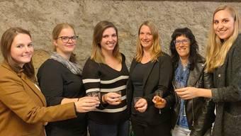 Sie sind bereit für den Auftakt zur fünften Jahreszeit: v.l.n.r. Anna Bisig, Nicole Hediger, Jessica Ferraro, Stephanie Bernet (Präsidentin), Brigitte Bernet, Ramona Huber