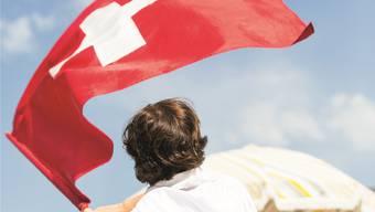 Schweizer sein Ja, aber: «Von einem Einbürgerungsbewerber wird keineswegs verlangt, dass er seine bisherige Identität ablegt und in eine andere Haut schlüpft», sagt das Solothurner Verwaltungsgericht.