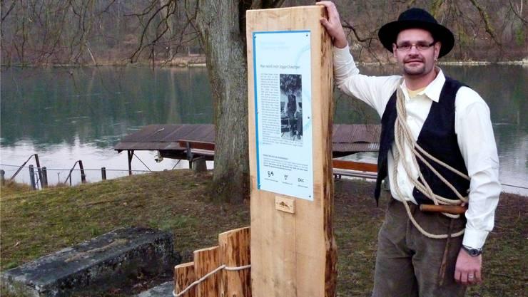 Der Präsident des Flösservereins, Walter Huber, Wil, bei einer neuen Informations-Stele. Geri Hirt