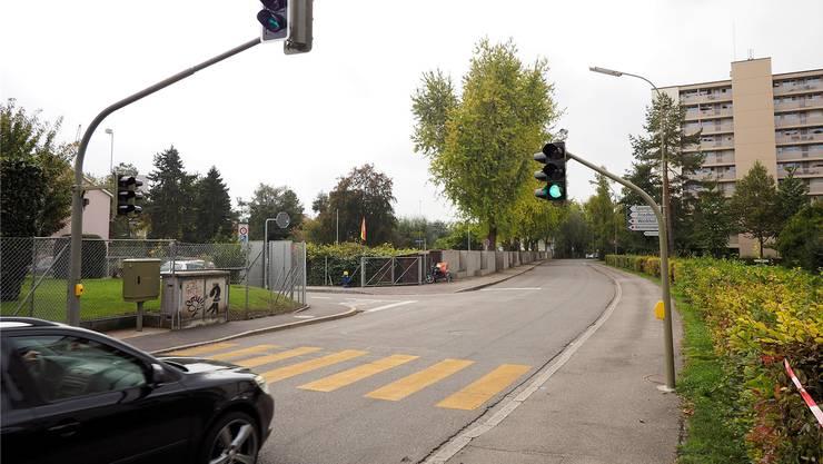 Einer der betroffenen Abschnitte: Die Friedhofstrasse in Birsfelden.