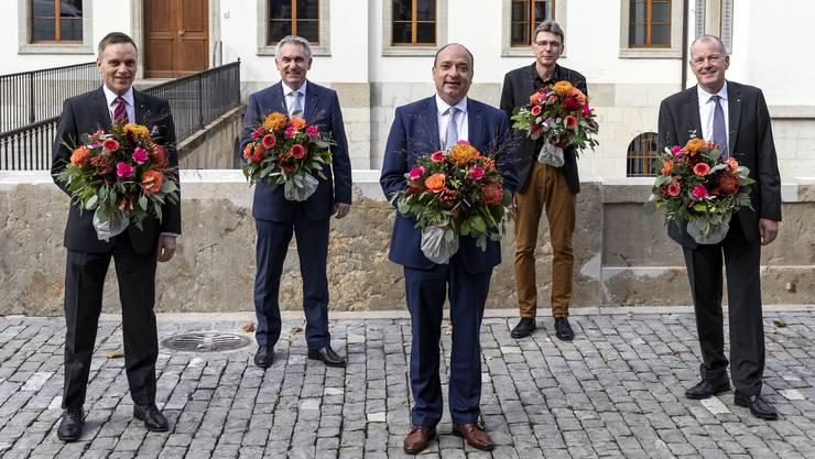 Mit Corona-Abstand, aber ohne Frau: Die neue Aargauer Regierung. Von Links: Jean-Pierre Gallati (SVP), Alex Hürzeler (SVP), Markus Dieth (CVP), Dieter Egli (SP) und Stephan Attiger (FDP).