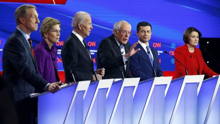 Diese Demokraten wollen US-Präsident werden: (von links) Tom Steyer, Senatorin Elizabeth Warren, der frühere Vize-Präsident Joe Biden, Pete Buttigieg und Senatorin Amy Klopuchar. (TV-Debatte vom 14. Januar 2020).