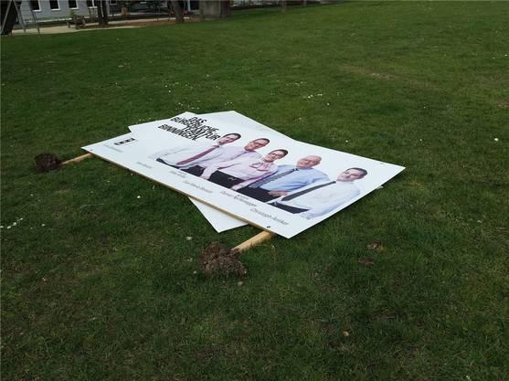 Die Pfähle dieser Wahlplakate in Binningen wurden zu wenig tief verankert. Bru