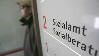 2003 zahlten Bund, Kantone und Gemeinden 1,2 Milliarden Franken an Sozialhilfe. 2017 waren es bereits 2,8 Milliarden. (Archivbild)