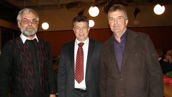 Der Schulpfleger Guido Benz und die Gemeinderatskandidaten Paul Huwiler (bisher) und Ruedi Donat (neu, von links). (ba)