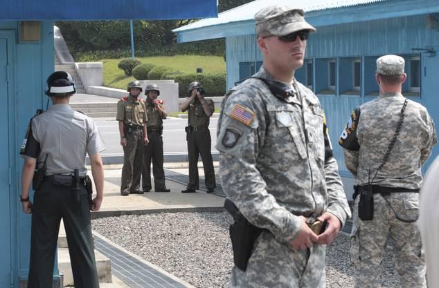 Das Gebiet beheimatet die am stärksten bewachte Grenze der Welt. Auf der südkoreanischen Seite stehen auch US-Militärs.