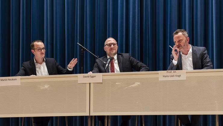 Auch wenn die Meinungen weit auseinanderlagen, ging die vom Chefredaktor der Limmattaler Zeitung, David Egger, geleitete Podiumsdiskussion zwischen Kantonsrat Martin Neukom (Grüne) und Nationalrat Hans-Ueli Vogt (SVP) sachlich über die Bühne.
